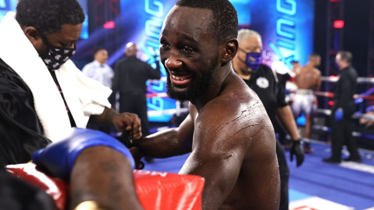 Crawford shines, Moloney gets screwed by boxing's VAR