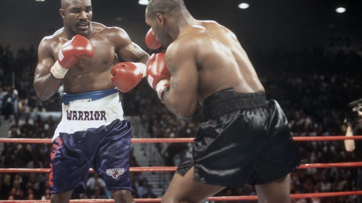 Holyfield tells Tyson to 'sign the contract'